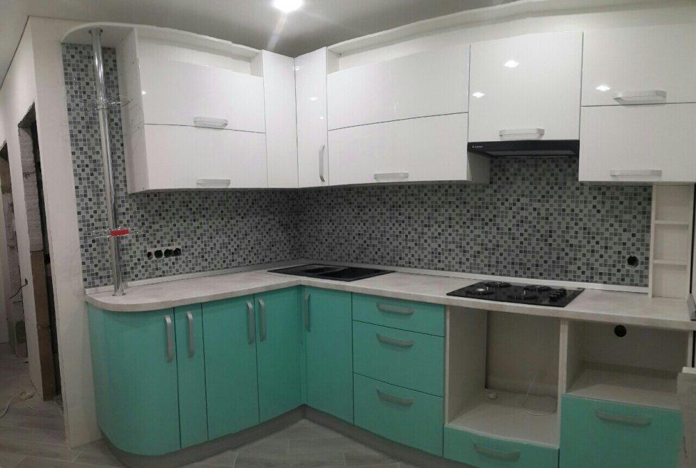 Угловая кухня (Белый верх, лазурный низ)